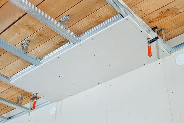 pose de faux plafond suspendu