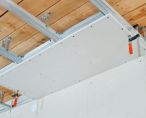 étape pose faux plafond